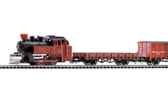 Паровоз и грузовой поезд